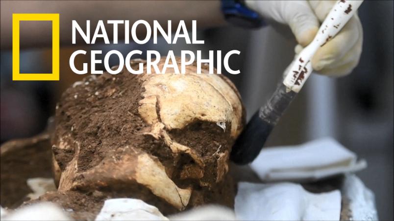 在薩爾瓦多東部出土的人類遺骸與陪葬品