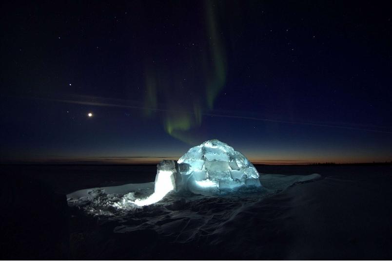 冰屋上的極光