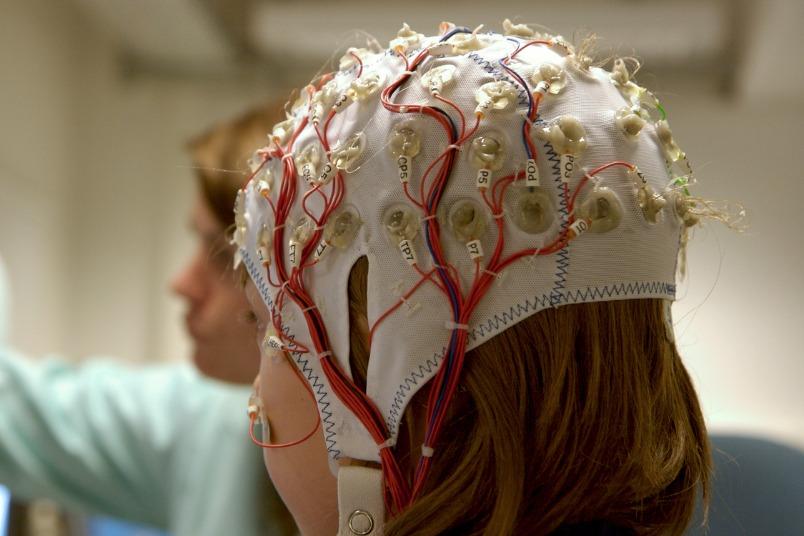 雙語愈早學愈好?閱讀障礙、注意力缺失是哪裡卡關?大腦電波來解答!