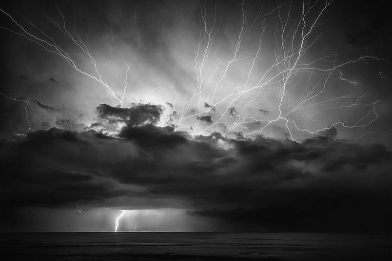 雷霆萬鈞:海上閃電