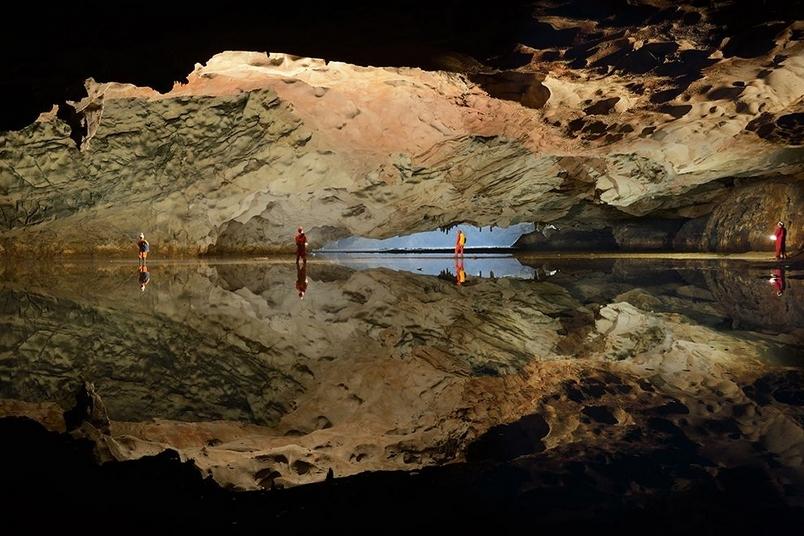 魅影洞天:地底湖泊